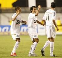 neymar-e-roberto-brum-celebram-gol-do-santos