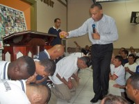 Igreja Universal consagra a obreiro detento que foi condenado a 120 anos de prisão