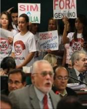 """Evangélicos protestam na Câmara contra deputados mensaleiros do PT e pastor Silas Malafaia ironiza: """"Será que o ativismo gay aprenderá com a gente?"""""""