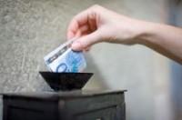 Estudo afirma que quem dá dízimo tem vida financeira mais saudável do que os que não dão