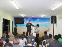 """Deus revelou que meu rebanho seria de """"pessoas diferentes"""", diz pastor de igreja inclusiva"""