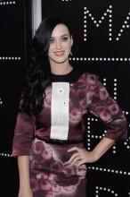 """Pastor Keith, pai de Katy Perry, pede orações pela cantora, que estaria sendo """"adorada"""" pelos fãs"""