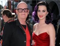 """Filha de pastores, Katy Perry critica sua infância cristã e afirma: """"minha mãe agradece a Deus pelo meu divórcio"""""""