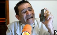 Pastor Poroca faz sucesso nas redes sociais com vídeos em que critica mau uso da internet e casamento gay. Assista
