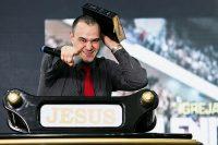 Ex humorista afirma ter encontrado Jesus em uma parada gay