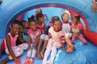 Igreja Universal realiza grande bazar em Moçambique para ajudar crianças desfavorecidas