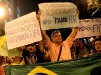 """ONG de pastor cria abaixo assinado por educação, saúde e segurança no """"Padrão FIFA""""; Filho do organizador é preso injustamente nos protestos"""