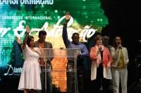 [Vídeo] Pastora Cindy Jacobs profetizou derrubada da corrupção no Brasil durante Congresso do Diante do Trono; Assista