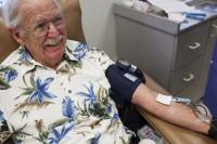 Homem doa quase 400 litros de sangue como forma de agradecer a Deus por suas bençãos