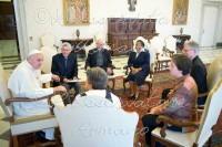 Papa Francisco reconheceu a existência de corrupção e lobby gay no Vaticano, diz agência
