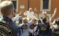 """Papa Francisco encontra representante da Comunidade Europeia e diz que idioma """"português é um espanhol mal falado"""""""