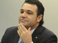 Pastor Marco Feliciano deverá ser candidato ao Senado em 2014 se permanecer no PSC, diz jornalista