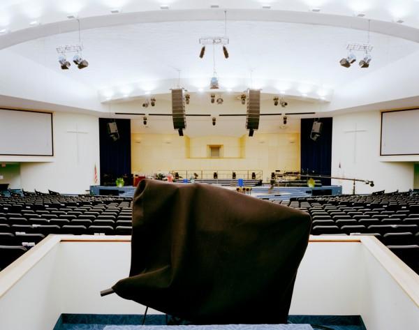 Mega Igreja - Câmera coberta mostra que cultos da megaigreja de Maryland Springs são transmitidos pela TV