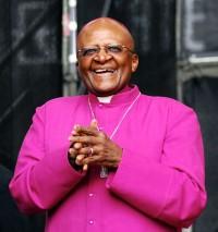 """Nobel da Paz e líder religioso, Desmond Tutu discursa a favor dos homossexuais: """"Prefiro o inferno a um paraíso homofóbico"""""""