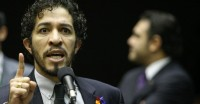 Jean Wyllys desistirá de reeleição se PSOL permitir candidatura de pastor à Câmara, diz jornalista