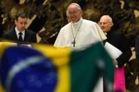 Igreja evangélica causa polêmica ao fazer vigília em frente a local que recebeu o papa Francisco