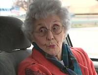 Durante assalto, senhora evangélica de 92 anos dá sermão e ora por ladrão; Homem desistiu do roubo