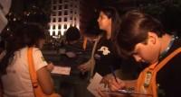 Jovens evangélicos participam da Jornada Mundial da Juventude coletando assinaturas contra a perseguição de cristãos na Síria