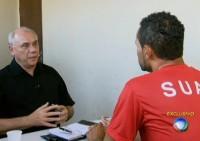 Ex-goleiro Bruno revela tentativa de suicídio e pedido de perdão a Deus em entrevista ao Domingo Espetacular; Assista