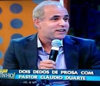 """Pastor Cláudio Duarte fala sobre bom humor e sexualidade em """"dois dedos de prosa"""" no Programa do Ratinho; Assista!"""