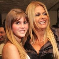 """Monique Evans diz que participação no programa """"A Fazenda"""" fará sua filha, Bárbara Evans, se converter"""