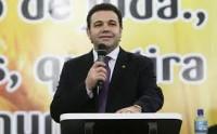 """Pastor Marco Feliciano diz que bancada evangélica é formada por """"covardes"""" e queda de popularidade de Dilma Rousseff é ação divina"""