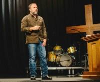 "Pastor Mark Driscoll alerta: ""A igreja está morrendo nestes dias sombrios. Deixamos de conduzir para sermos conduzidos"""