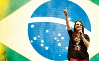 Mulheres ganham espaço em igrejas evangélicas e se tornam essenciais para conquista de novos fiéis, diz revista