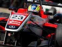 """Carregando a frase """"Jesus Salva"""" no carro, piloto brasileiro conquista vitória emocionante na Fórmula 3"""
