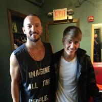 """Justin Bieber diz ter chorado durante culto na igreja Hillsong NYC: """"Sermão incrível"""""""