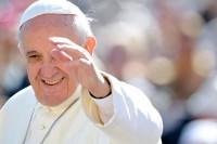 """Papa Francisco afirma que a igreja não deve """"interferir espiritualmente"""" na vida dos homossexuais"""