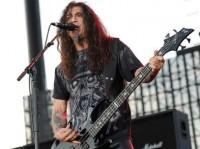 """Tom Araya, autor de letras satanistas da banda Slayer, fala sobre sua fé cristã: """"Tenho uma fé cega em Deus"""""""