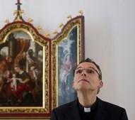"""""""Bispo do Luxo"""": Bispo católico é alvo de polêmica após gastar 31 milhões de euros em reforma de sua residência particular"""