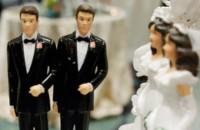 """Manifestante cristão interrompe casamento gay e diz que a união é """"ilegal aos olhos de Deus"""""""