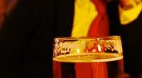 Pastor evangélico causa polêmica ao servir cerveja em grupo de estudo bíblico realizado em bar