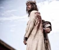 """Ator que interpretou Jesus em A Bíblia fala sobre seu papel: """"A crucificação é o amor extremo que mudou o mundo"""""""
