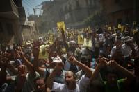 No Egito, extremistas muçulmanos matam cristão e arrastam corpo pelas ruas para aterrorizar outros fiéis