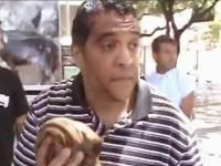 Evangelista é agredido com pedrada enquanto pregava em praça pública; Veja o vídeo