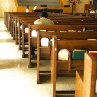 Pesquisas mostram que igrejas estão perdendo jovens e motivos que levam a afastamento; Entenda