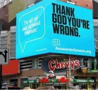 """Outdoor colocado na Times Square, em Nova York, agradece a Deus por """"ateus estarem errados"""""""