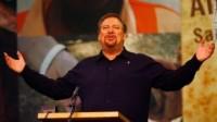 Pastor Rick Warren afirma em pregação que a felicidade pode ser aprendida através de quatro hábitos bíblicos