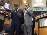 Pré-candidato ao governo do Rio de Janeiro pelo PT, Lindebergh Farias recebe oração do pastor Silas Malafaia