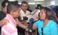 """Mãe encontra suspeito de assassinar seu filho, o perdoa e ora por ele: """"Você vai servir o Deus que eu sirvo""""; Assista"""