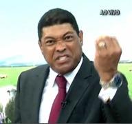 """Irritado com piadas, apóstolo Valdemiro Santiago amaldiçoa Pânico na Band: """"Deus vai pesar a mão""""; Assista"""