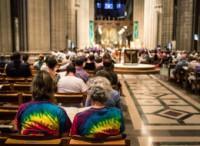 Estudo afirma que aumentou o número de igrejas que aceitam abertamente membros homossexuais