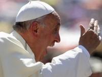 """Papa Francisco diz que a Igreja Católica está """"doente"""" e """"passa por uma indigestão e enfraquece"""""""
