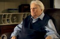 """Pastor Franklin Graham pede orações pela saúde de seu pai, Billy Graham, que está """"extremamente fraco"""""""