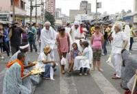 Católicos e evangélicos se reúnem em ação social na Cracolândia e celebram o Natal junto a dependentes químicos