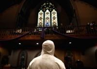 No dia de Natal, homem em busca de dinheiro para drogas mata a mãe, vai a igreja pedir perdão e se entrega à Polícia