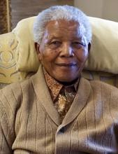Em adeus a Nelson Mandela, sul-africanos cantam e oram; Mais de 90 líderes mundiais comparecem ao funeral